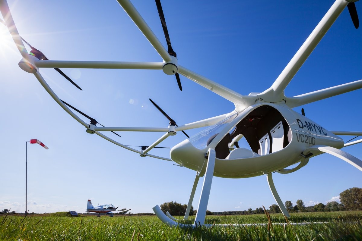 the-volocopter-2x-can-recharge-in-40-minutes-using-a-fast-charger.jpg